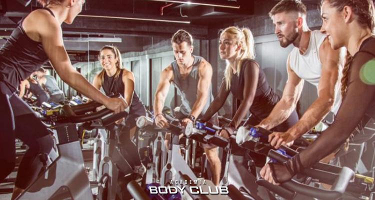 6 motivos para incluir aulas de bike na sua rotina fitness